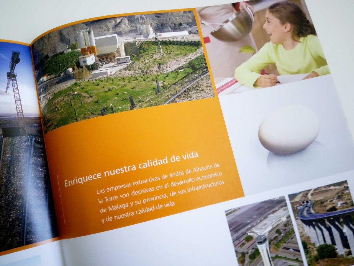 採石企業パンフレット 中面デザイン