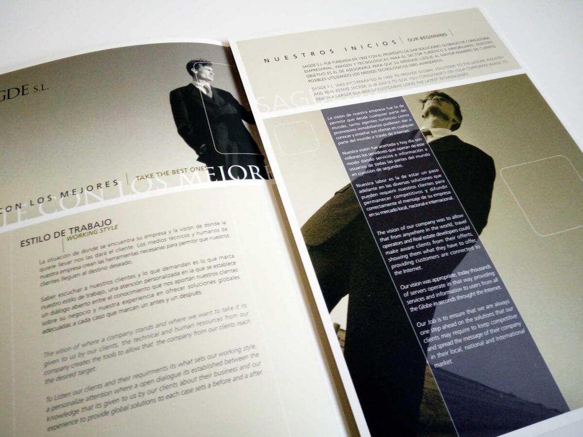 コンサルティング会社パンフレット 中面デザイン